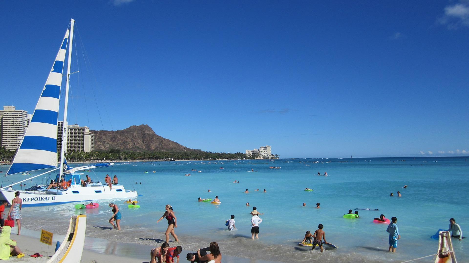 夏休みのハワイ旅行は個人手配で安くなる!〈旅費・ホテル節約編〉